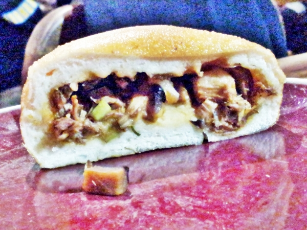 b2ap3_thumbnail_Street-Food---Bun-Fried-Stuffed-With-Meat-And-Vegetables.jpg