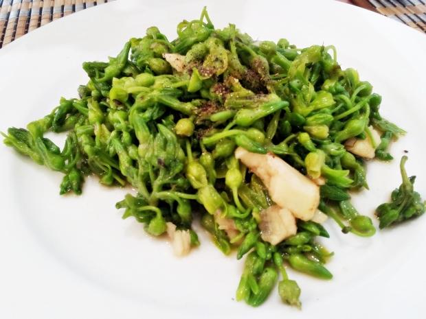 b2ap3_thumbnail_Street-Food---Bong-Thien-Ly-Xao-Toi-Stir-Fried-Thien-Ly-Flower-02.jpg