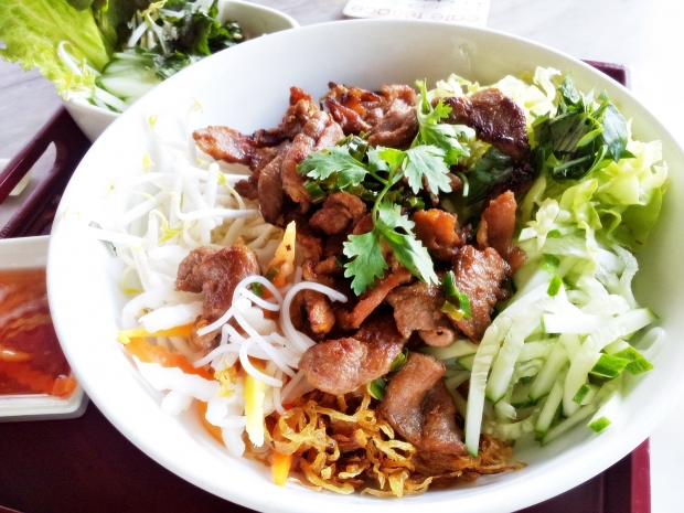 b2ap3_thumbnail_Street-Food---Bun-Thit-Nuong-Grilled-Pork-Rice-Noodle-02.jpg