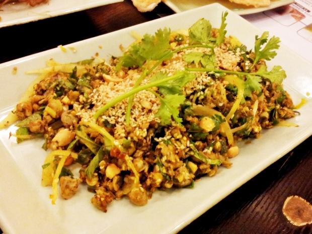 b2ap3_thumbnail_Street-Food---Hen-Tron-Xuc-Banh-Trang-Baby-Clams-Pancake.jpg