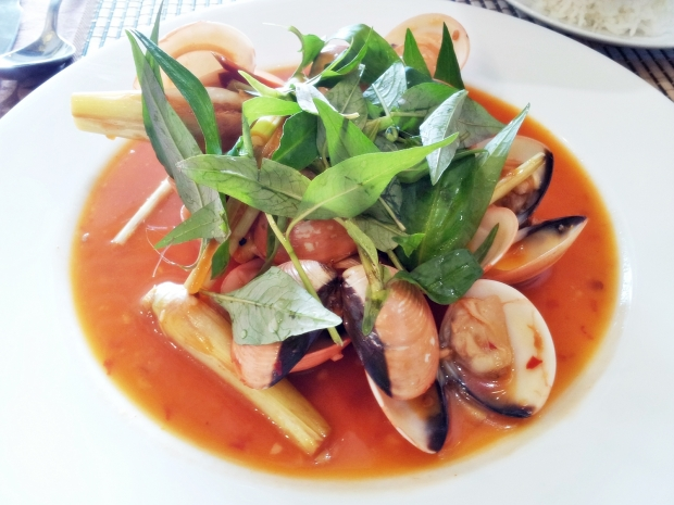 b2ap3_thumbnail_Street-Food---Ngheu-Xao-Voi-Sot-Kem-Ot-Sauteed-Chili-Clams-01.jpg