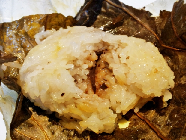 b2ap3_thumbnail_Street-Food---Steamed-Sticky-Rice-With-Chicken-In-Lotus-Leaf-Lo-Mai-Gai.jpg