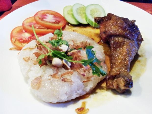 b2ap3_thumbnail_Street-Food---Xoi-Nuoc-Dua-Thit-Ga-Chicken-Coconut-Sticky-Rice-02.jpg