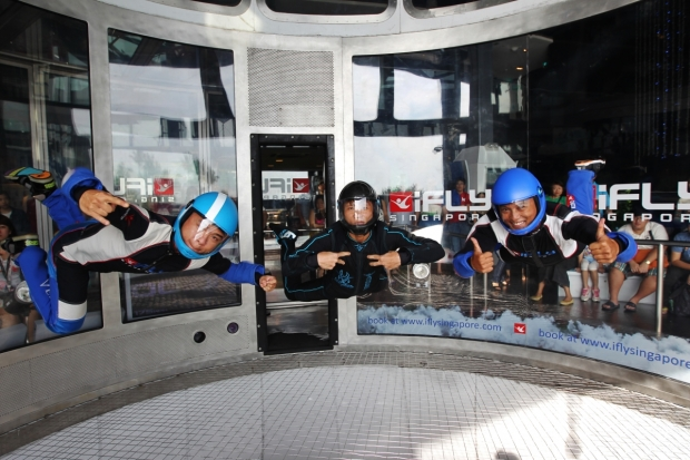 b2ap3_thumbnail_Joshua-Tay-Alson-Ooi-and-Muhammad-Ezrielshah-Bin-Rahmat-flew-over-4-hours-in-the-wind-tunnel-for-the-Guinness-World-Records.JPG