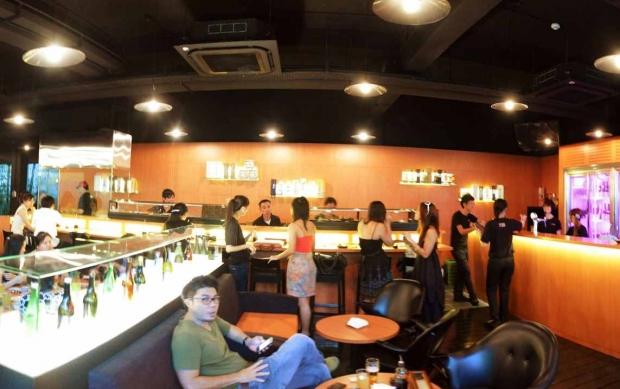 b2ap3_thumbnail_standing-sushi-bar.jpg