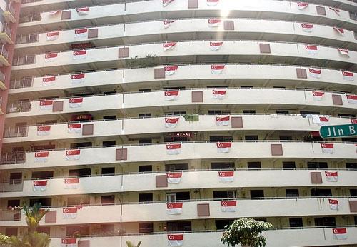 b2ap3_thumbnail_singapore-flag-hanging.jpg