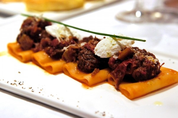 b2ap3_thumbnail_The-Lighthouse-Fullerton-Hotel-Singapore---New-Cucina-Costiera-Menu---Gragnano_s-Paccheri-in-Naples-Style-with-Tomato-Braised-Beef-Ragout.jpg