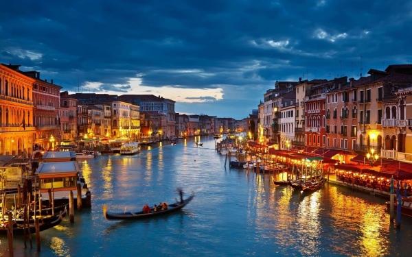 b2ap3_thumbnail_Venice-Italy-Travel-Urban--1800x2880.jpg