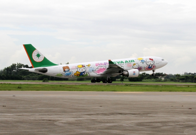 b2ap3_thumbnail_EVA-Air-Hello-Kitty-Speed-Puff_20140813-072325_1.JPG