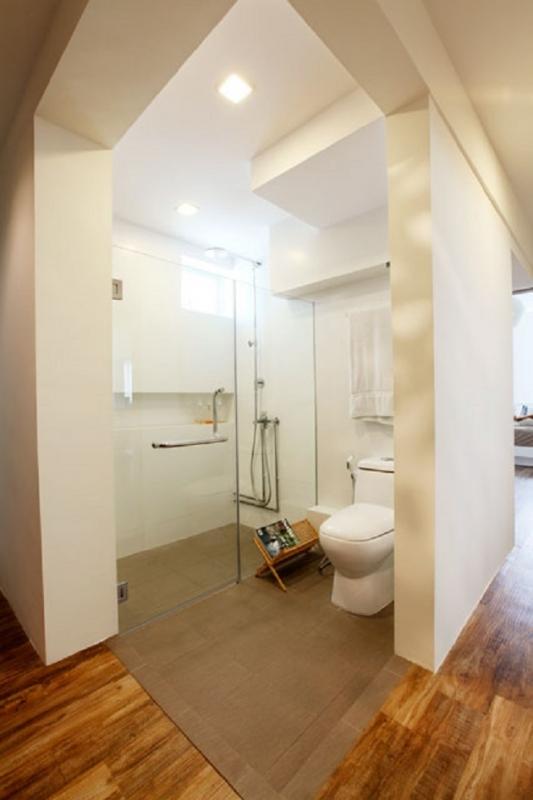 angular toilet hdb