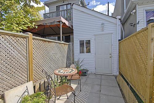 b2ap3_thumbnail_torontos_smallest_house_8.jpg