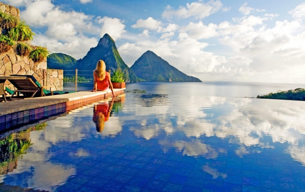 beautiful infinity pools