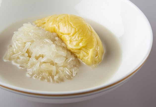 b2ap3_thumbnail_Khao_Neow_Turian_Durian_Served_with_Glutinous_Rice_and_Fresh_Coconut_Milk.jpg