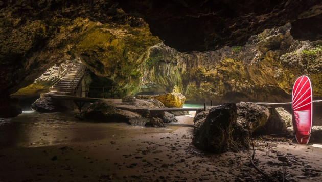 b2ap3_thumbnail_Popular-cave-for-surfers-cave-leads-to-beach-near-Uluwatu-Temple-in-Bali.jpg