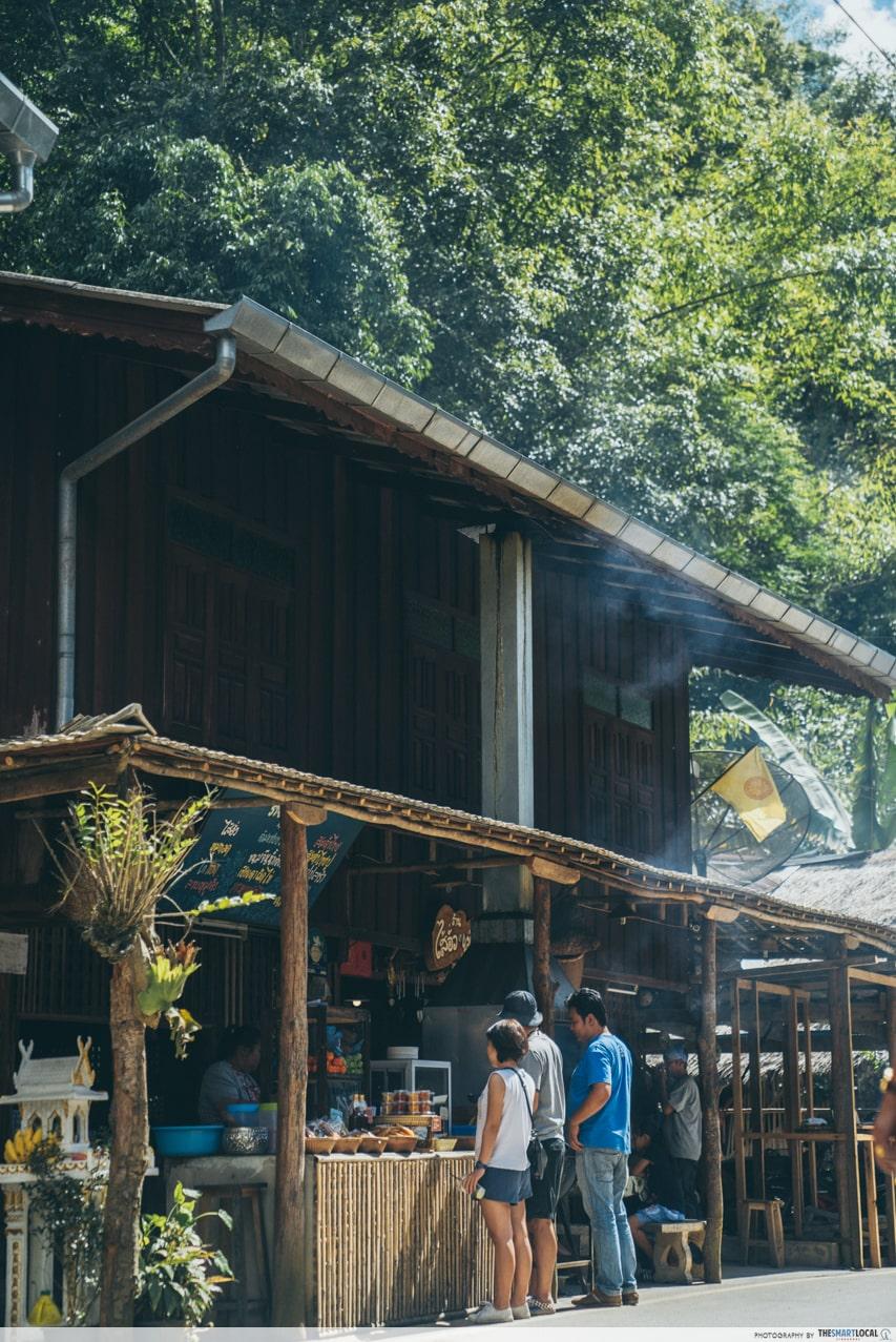 mae kampung roadside stalls