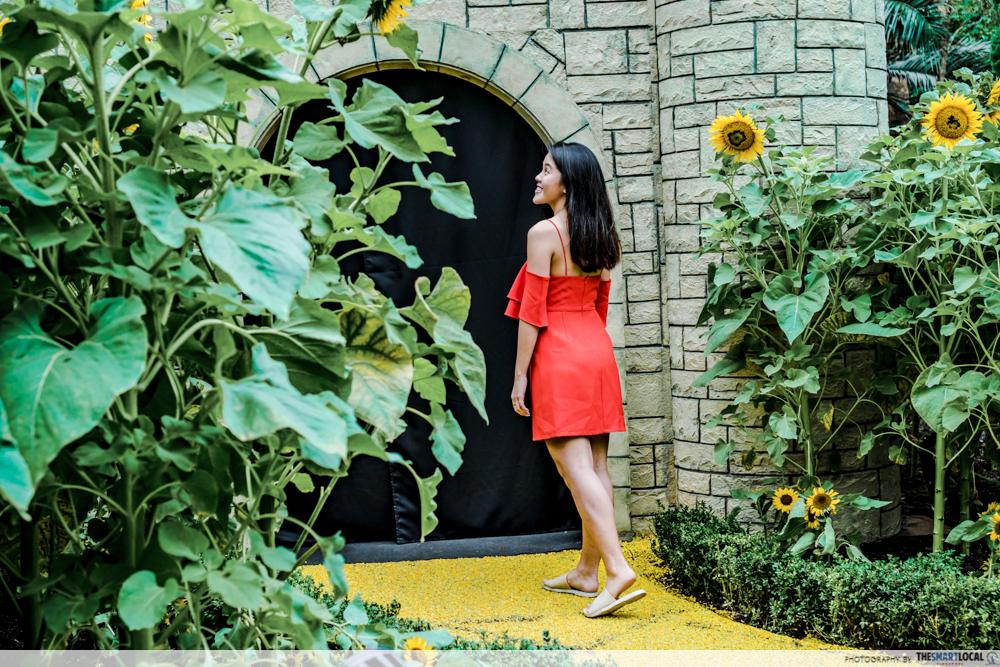Sunflower surprise ootd using phone GBTB - wizard of oz good photo