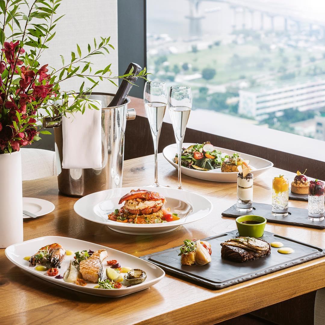 Seoul Restaurants view Korea - 37 grill bar food