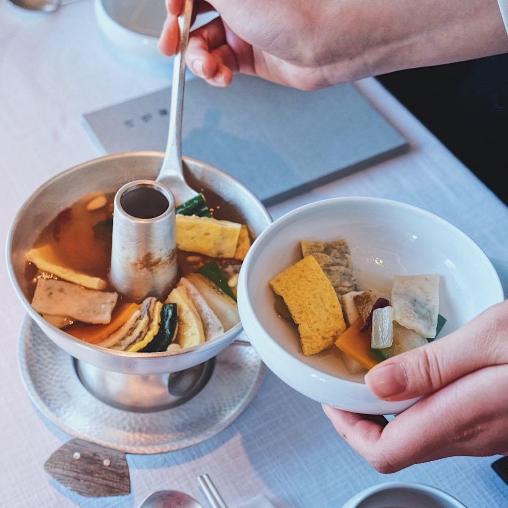 Seoul Restaurants view Korea - la yeon sinseollo royal hot pot