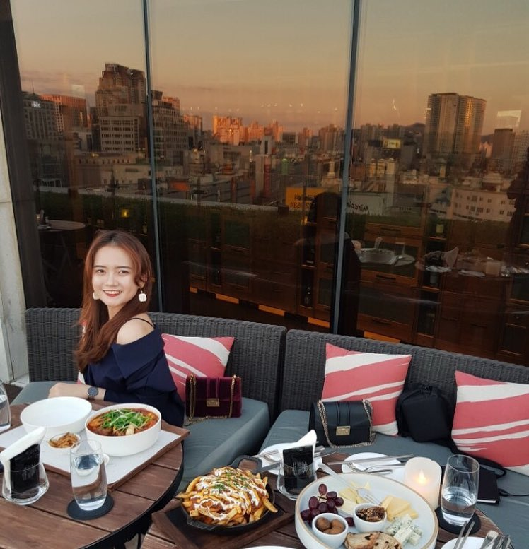 Seoul Restaurants view Korea - the griffin outdoor seating