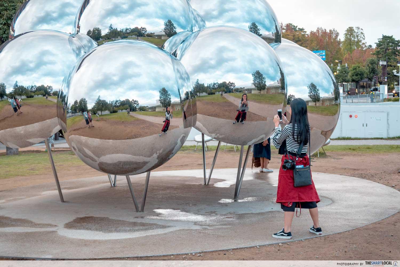 mirror spheres