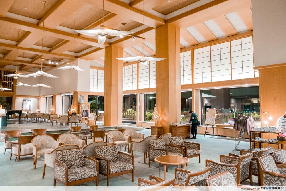 Nagano kamokochi matsumoto guide - hotel shoho lobby beer on tap
