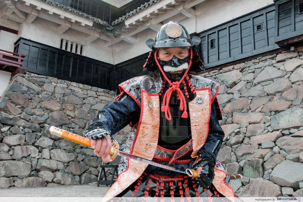 Nagano kamokochi matsumoto guide - matsumoto castle samurai costume