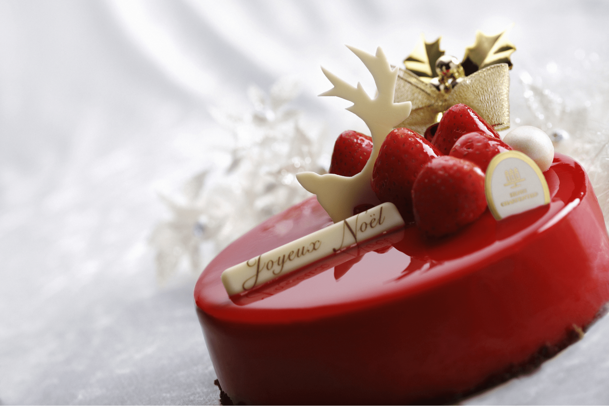 whole christmas strawberry mousse cake