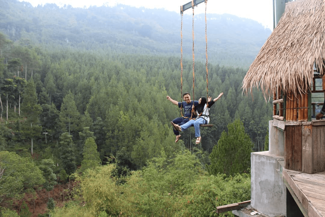 the lodge maribaya swing