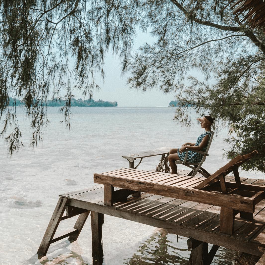 pulau macan wooden seats