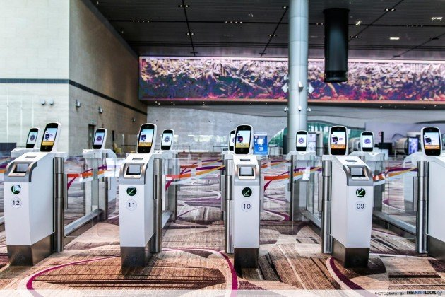 Features in Changi Airport T4 - automated gates