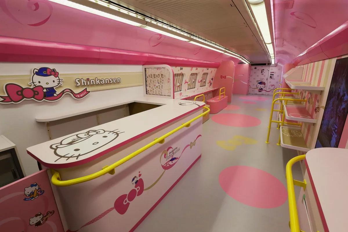photo stop themed carriages hello kitty shinkansen Sanyo shinkansen line