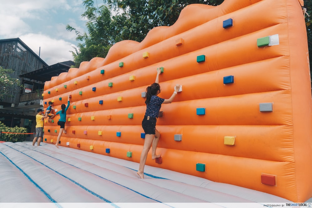traversing wall inflatable obstacle course  sentosa funfest 2019