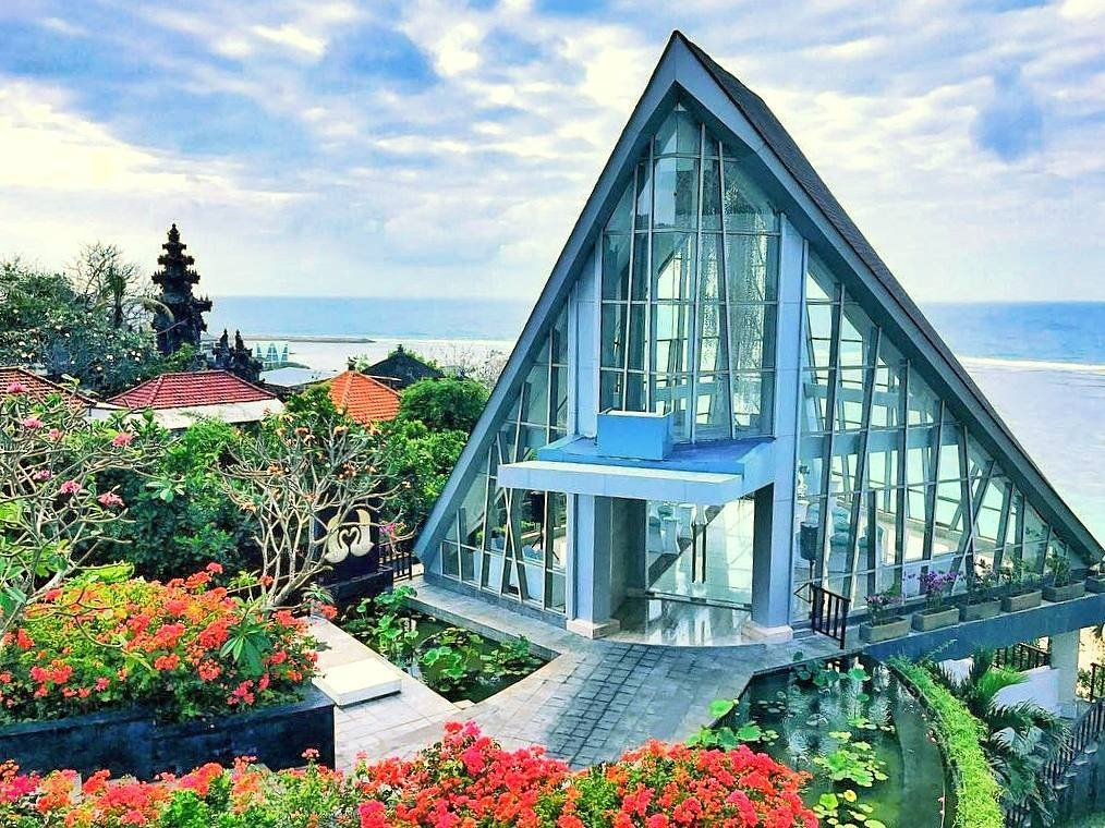 Samabe Resort seaside glass chapel