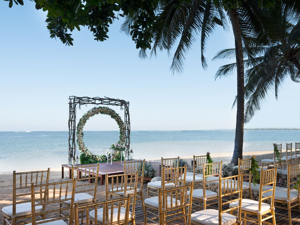 Puri Santrian beach wedding setup