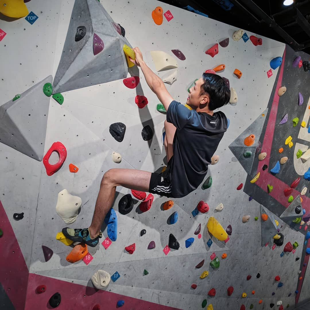 rock climbing bouldering gym singapore beginners pro boulder movement class pass