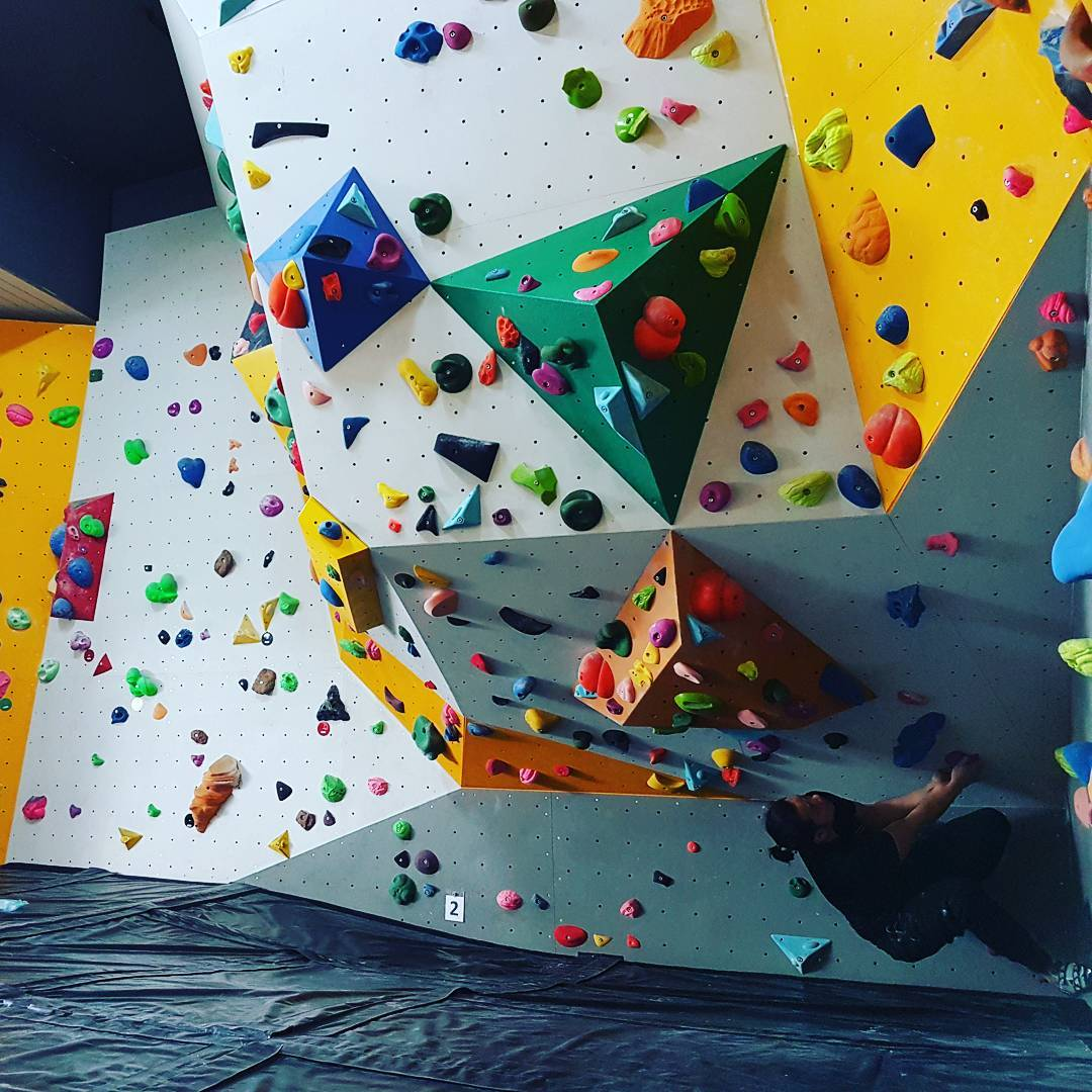 rock climbing bouldering gym singapore beginners pro climbers laboratory augmented reality walls AR