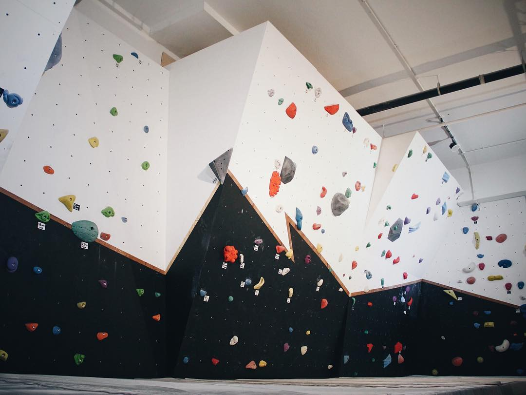 rock climbing bouldering gym singapore beginners pro upside boulders cheapest bouldering gym