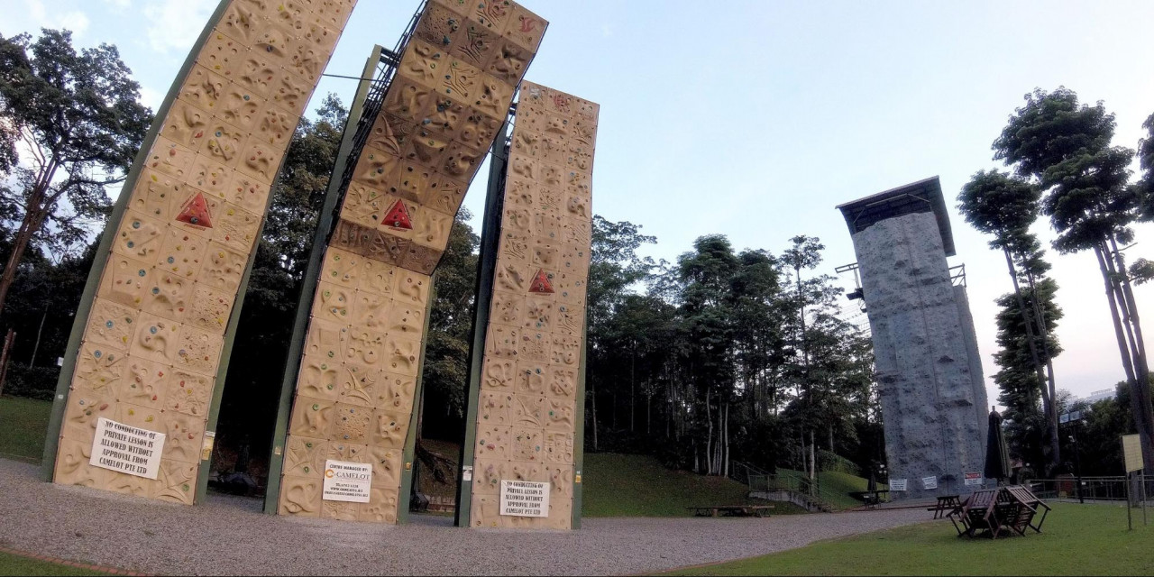 rock climbing bouldering gym singapore beginners pro safra adventure sports centre camelot tallest rock wall