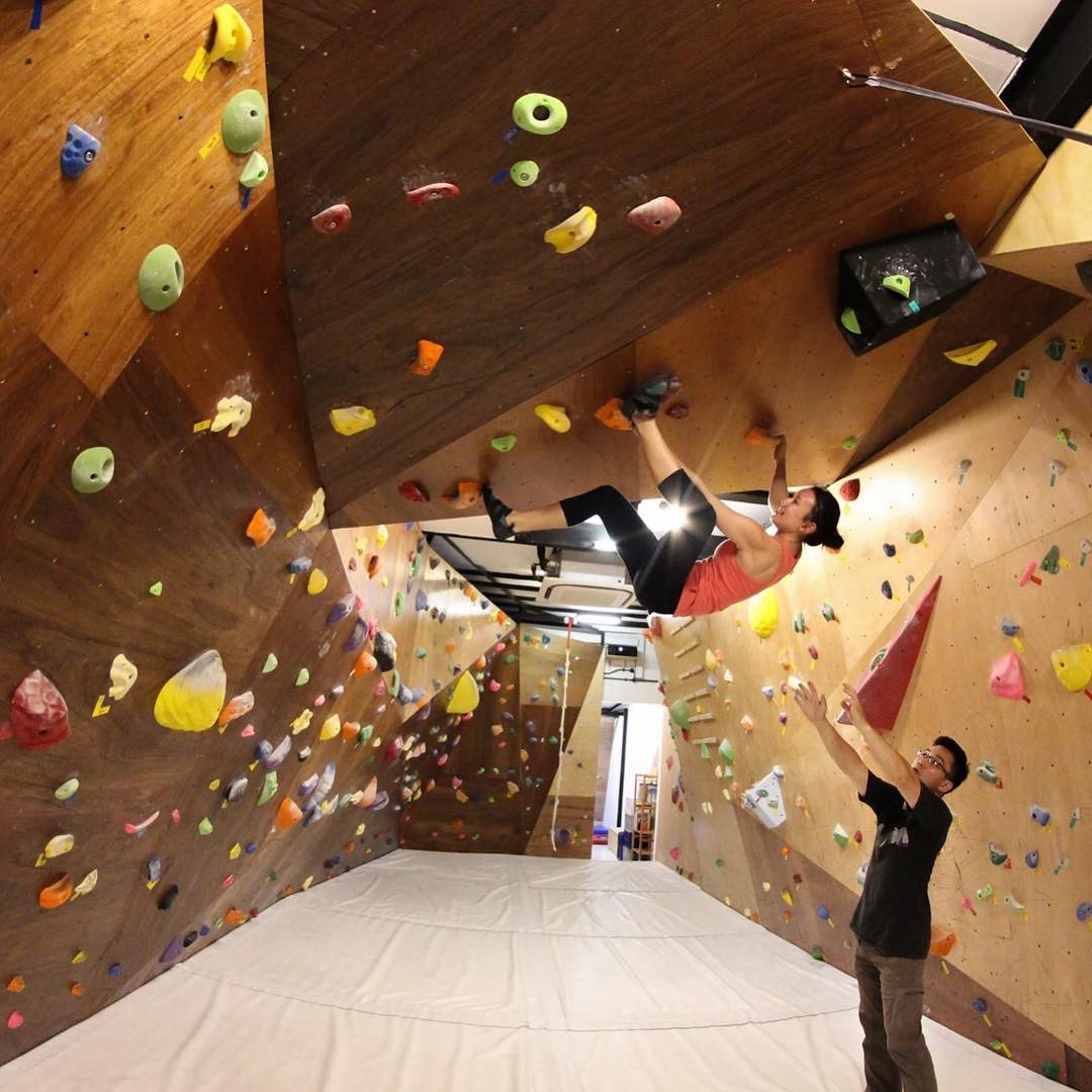 rock climbing bouldering gym singapore beginners pro oyeyo boulder home 180-degree wall