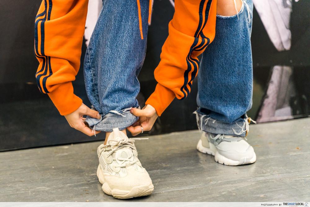 shoe styling tips folding jeans