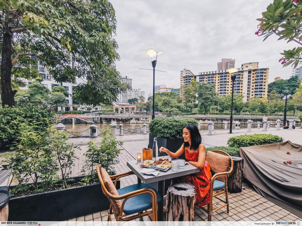 waterfront cafes singapore scenic alfresco dining summerlong