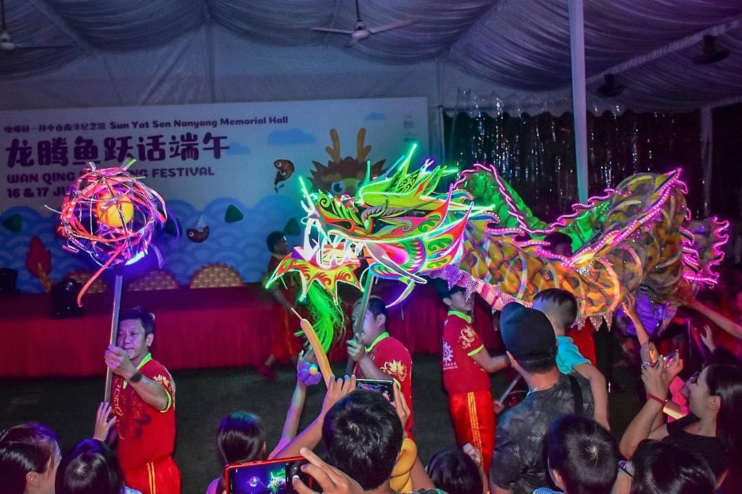 Neon light dragon dance