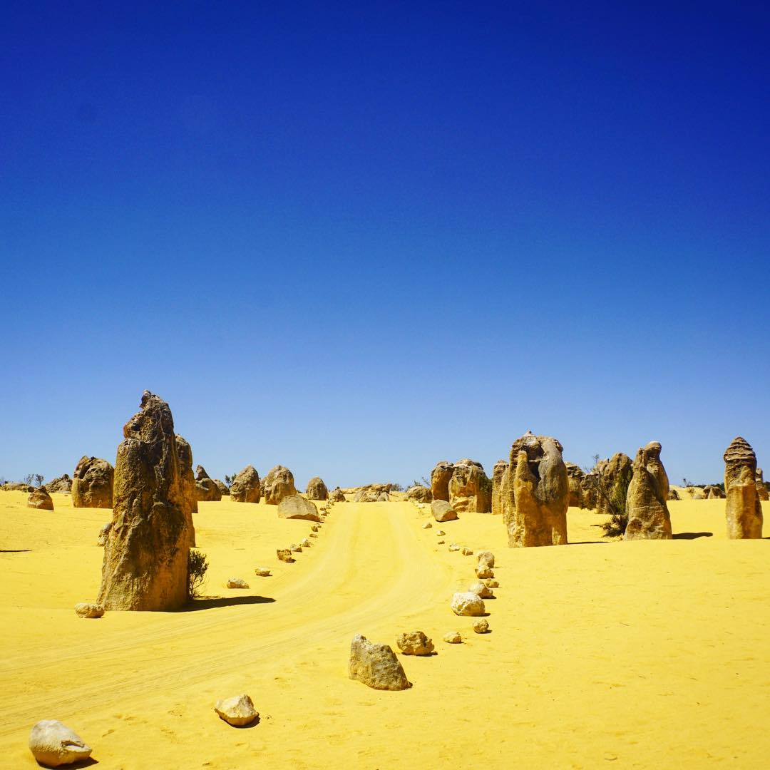 western australia agoda road trip day trip itinerary pinnacles desert and lacelin