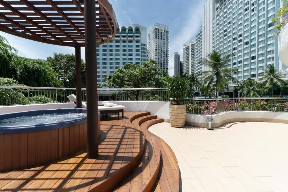 shangri la garden wing premier balcony suite pool
