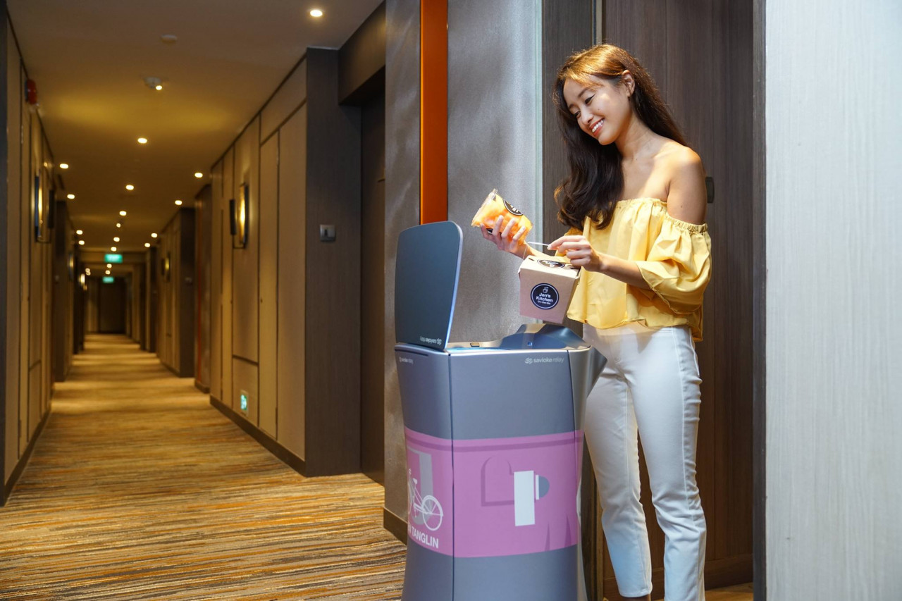 hotel jen tanglin food delivery robot