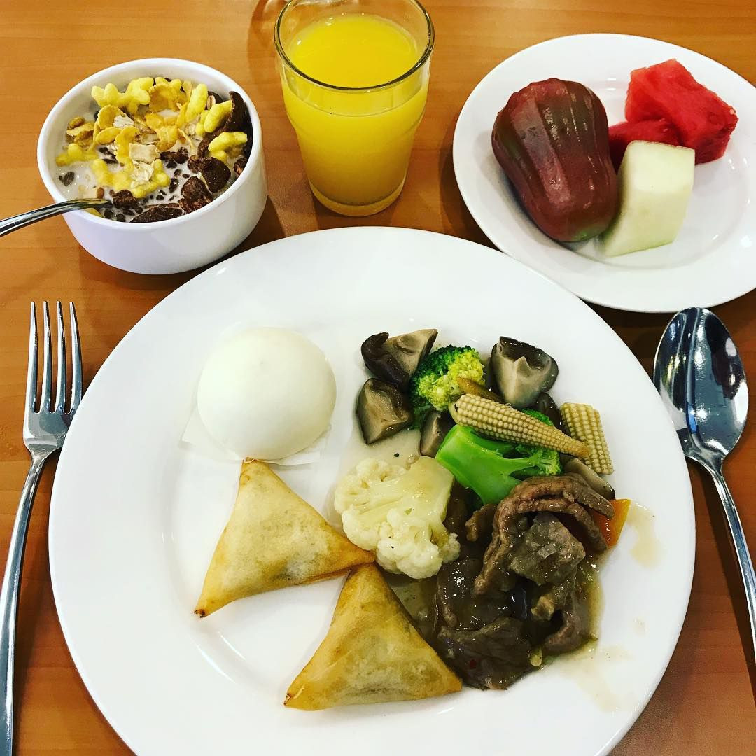 breakfast village hotel bugis