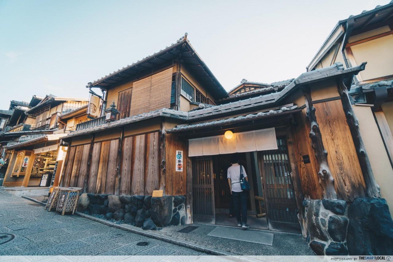 Starbucks Ninenzaka tatami mat Kyoto