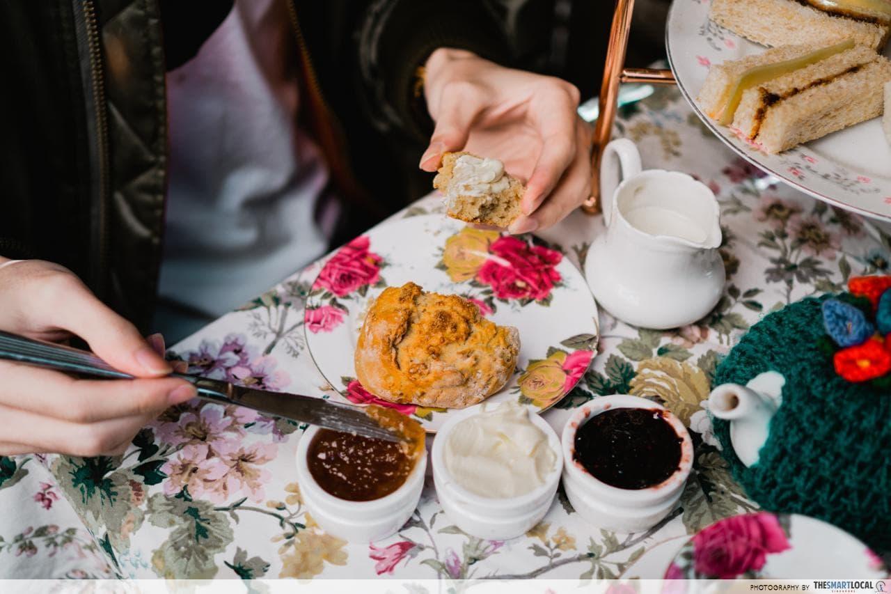 the tea cosy jamming scones