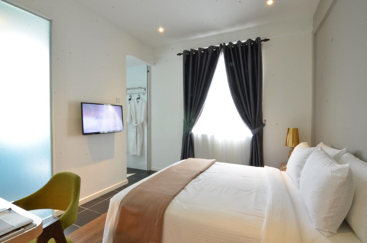 the ardens hotel room