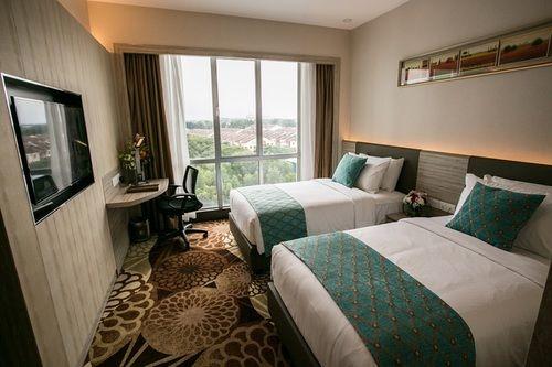 v8 hotel room